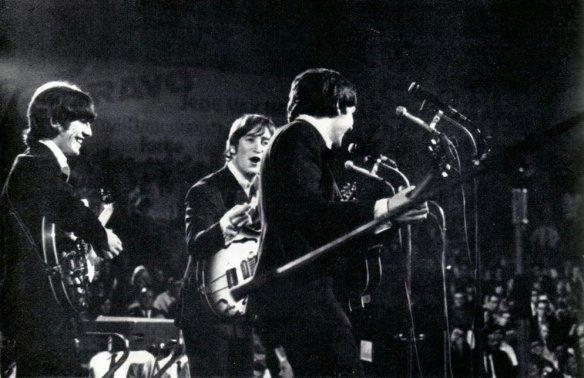 BeatlesGermany1966_01