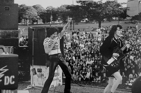 ac-dc-live-1975