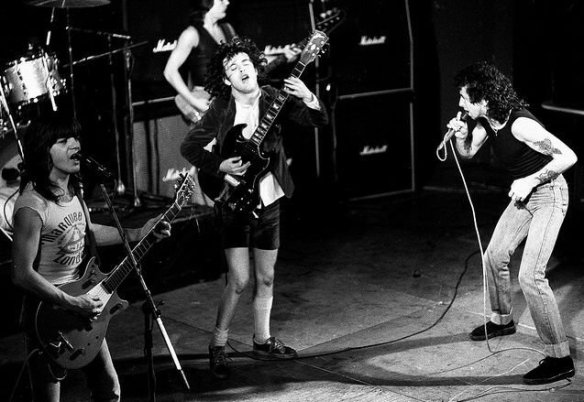 ac-dc-live-1975_02