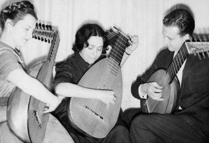 Stanley Buetens Lute Ensemble.jpg
