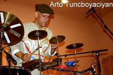 Arto Tuncboyaciyan01.jpg