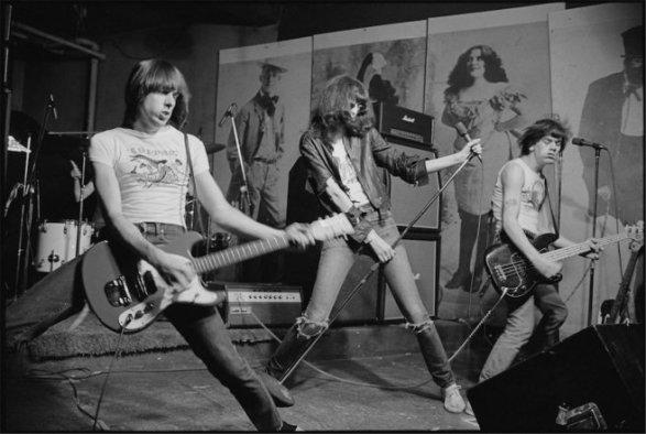 Ramones02